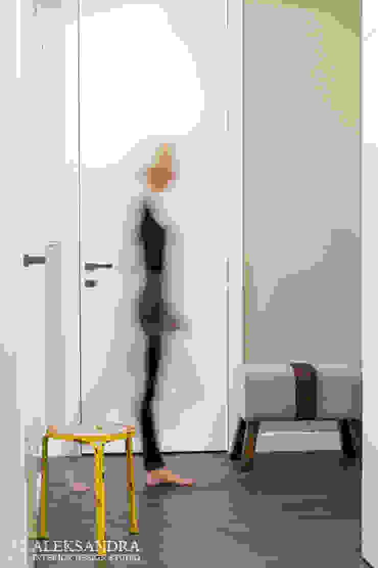 hol Eklektyczny korytarz, przedpokój i schody od ALEKSANDRA interior design studio Eklektyczny