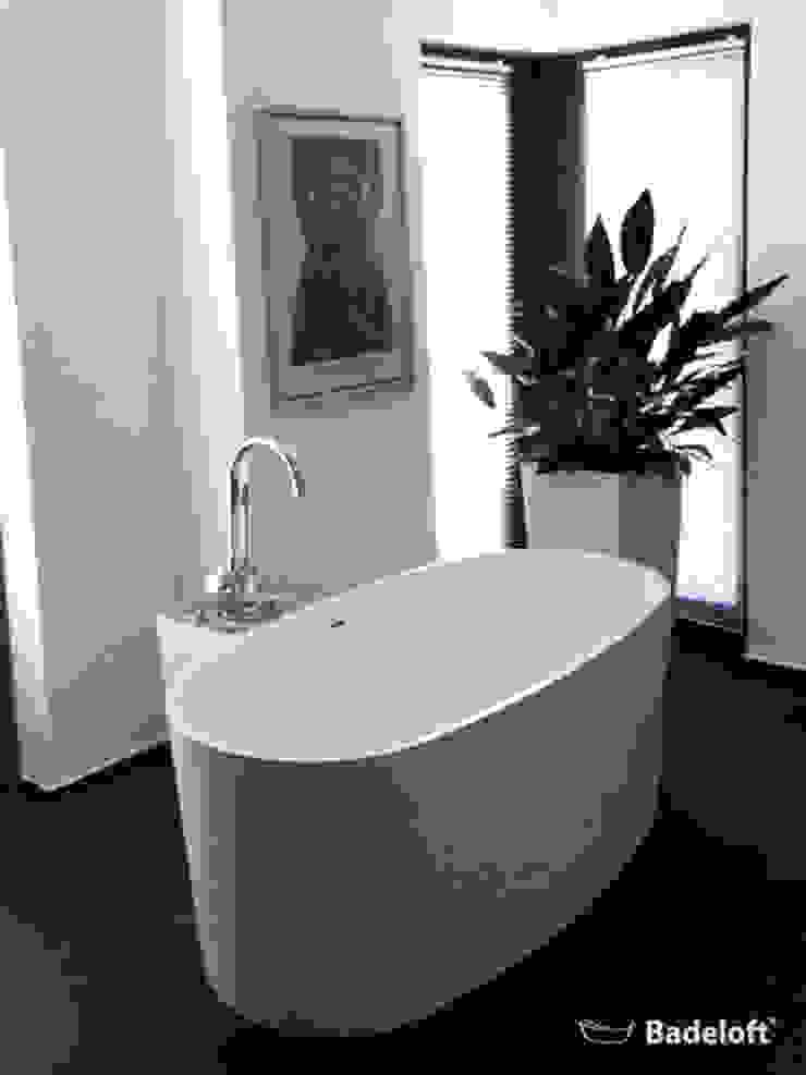 Baños de estilo moderno de Badeloft GmbH - Hersteller von Badewannen und Waschbecken in Berlin Moderno