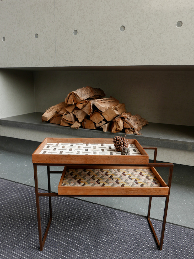 Mosaic Tray Table: Studio Mosaicoが手掛けた地中海です。,地中海 石