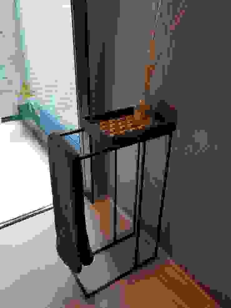 Mosaic Tray Table: Studio Mosaicoが手掛けた現代のです。,モダン 石