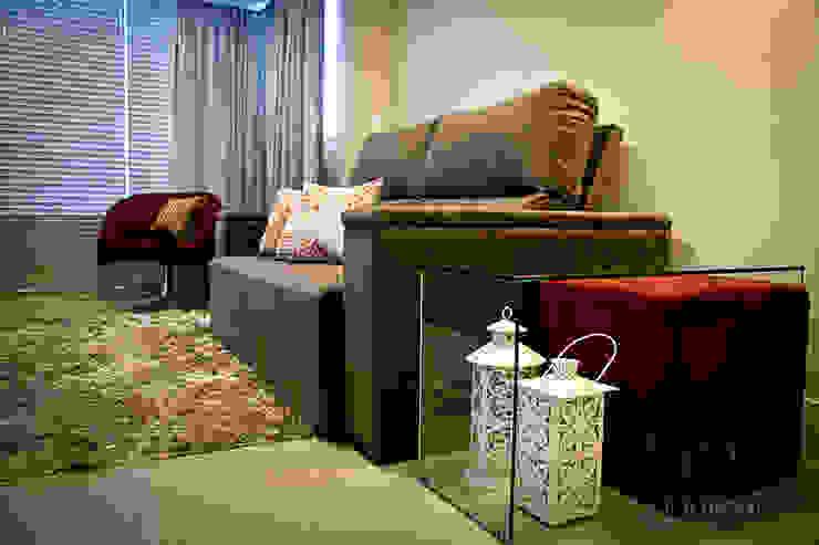 Apartamento - pequenos espaço Salas de estar modernas por NATALIA ELLWANGER ARQUITETUTA Moderno MDF