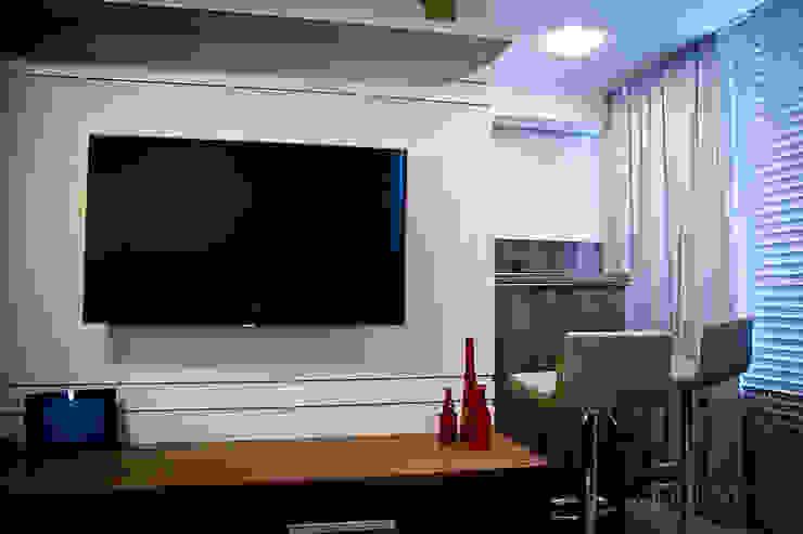 Apartamento – pequenos espaço Salas de estar modernas por NATALIA ELLWANGER ARQUITETUTA Moderno MDF
