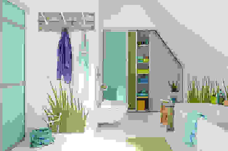 現代浴室設計點子、靈感&圖片 根據 Elfa Deutschland GmbH 現代風