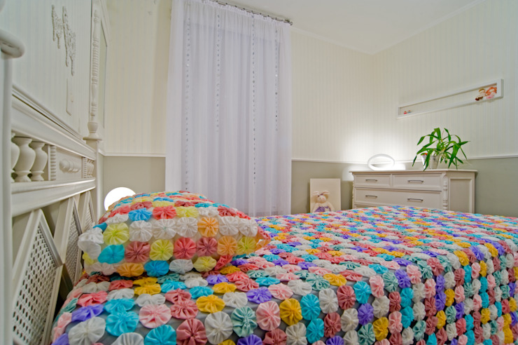 Eclectic style nursery/kids room by Patrícia Azoni Arquitetura + Arte & Design Eclectic