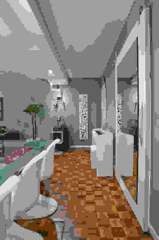 Modern corridor, hallway & stairs by Patrícia Azoni Arquitetura + Arte & Design Modern