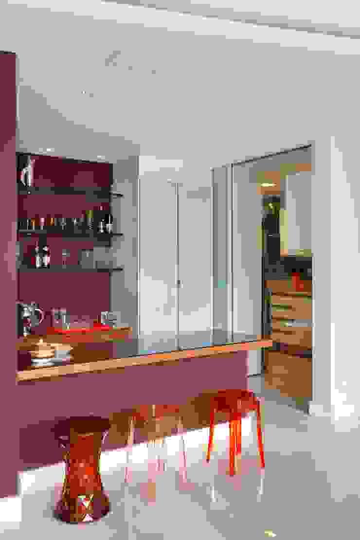 Apartamento Ipanema 2 Adegas modernas por Carlos Salles Arquitetura e Interiores Moderno
