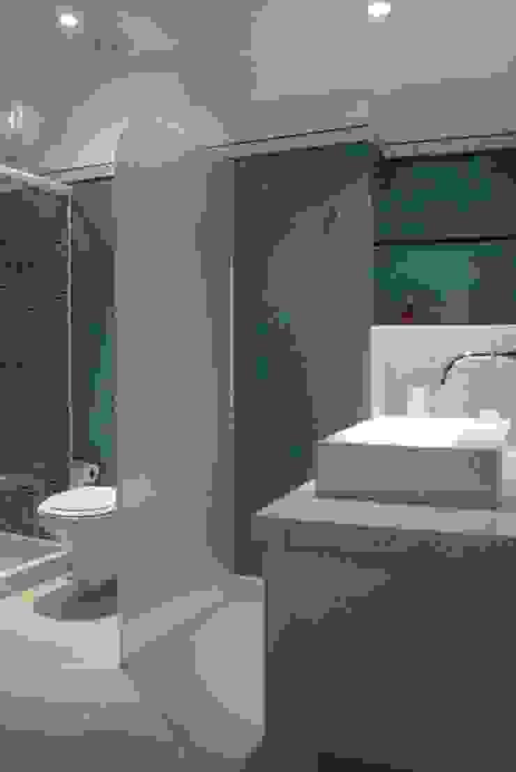 Apartamento Ipanema 2 Banheiros modernos por Carlos Salles Arquitetura e Interiores Moderno