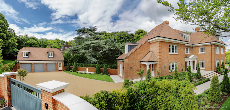 Family Home in Winchester's Sleepers Hill من Martin Gardner Photography كلاسيكي