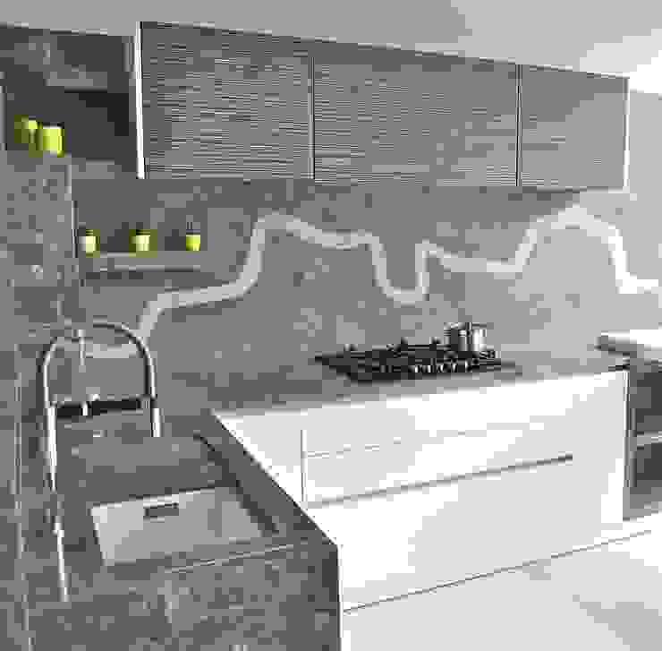 Stunning Kitchen:  Kitchen by Ogle luxury Kitchens & Bathrooms,
