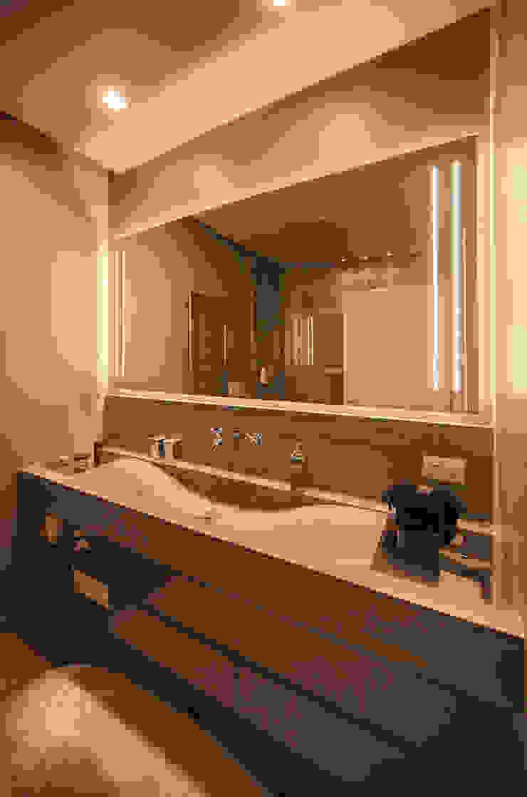Salle de bain moderne par studiodonizelli Moderne Marbre
