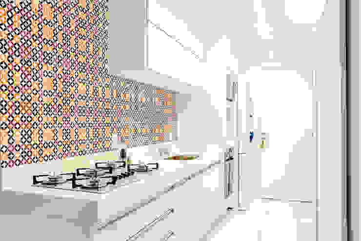 Da gema e do mundo Cozinhas ecléticas por Miguel Arraes Arquitetura Eclético