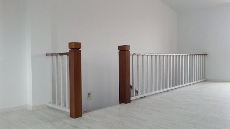 MUDEYBA S.L. Corridor, hallway & stairs Stairs Solid Wood Grey