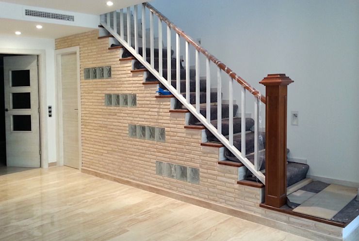MUDEYBA S.L. Corridor, hallway & stairs Stairs Solid Wood Brown