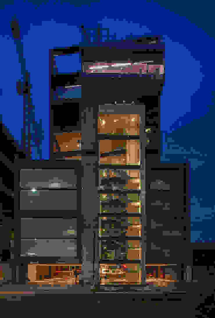 Moderne Häuser von Serrano Monjaraz Arquitectos Modern