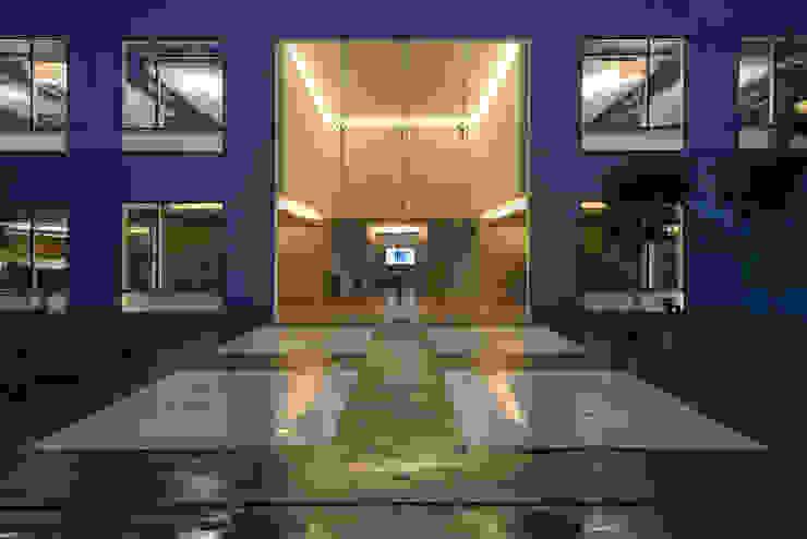 AXA Querétaro Back Offices Casas modernas de Serrano Monjaraz Arquitectos Moderno