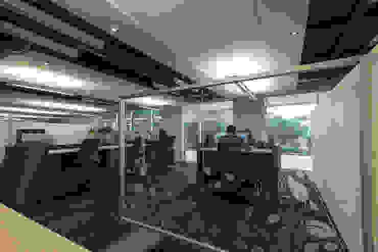 AXA Querétaro Back Offices Salones modernos de Serrano Monjaraz Arquitectos Moderno