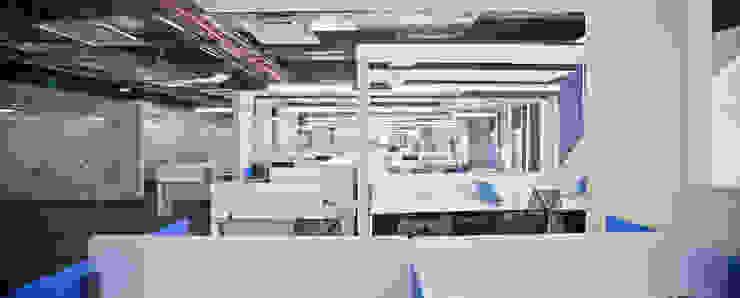 Corporativo UVM/UNITEC Estudios y despachos modernos de Serrano Monjaraz Arquitectos Moderno