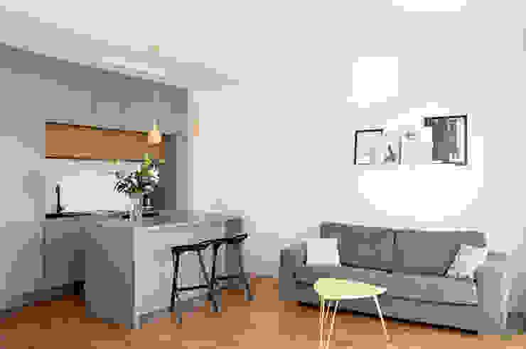 Mieszkanie Tychy Nowoczesny salon od Joanna Kubieniec Nowoczesny