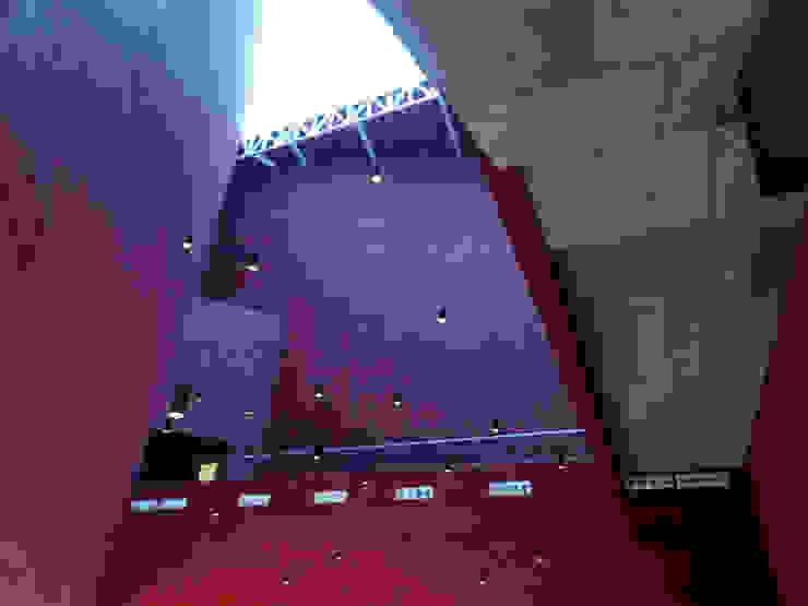 Pabellón Cultural de la República Pasillos, vestíbulos y escaleras modernos de Serrano Monjaraz Arquitectos Moderno