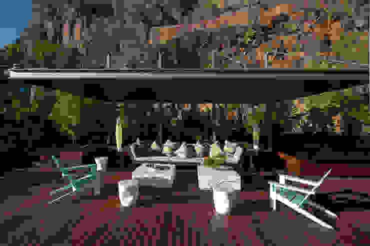 Modern balcony, veranda & terrace by Serrano Monjaraz Arquitectos Modern