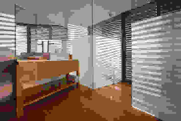 Serrano Monjaraz Arquitectos Pareti & Pavimenti in stile moderno