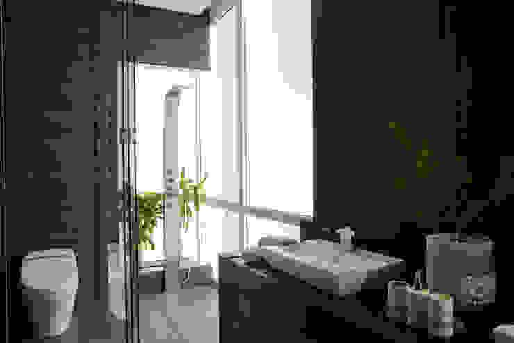 Edificio Vidalta: Baños de estilo  por Serrano Monjaraz Arquitectos, Moderno