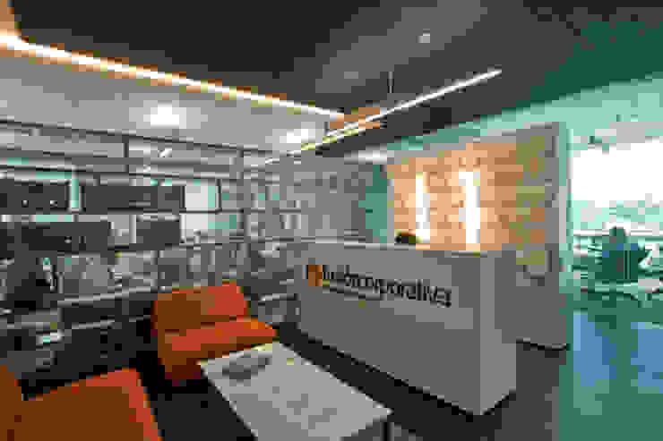 Fusión Corporativa Estudios y despachos modernos de Serrano Monjaraz Arquitectos Moderno