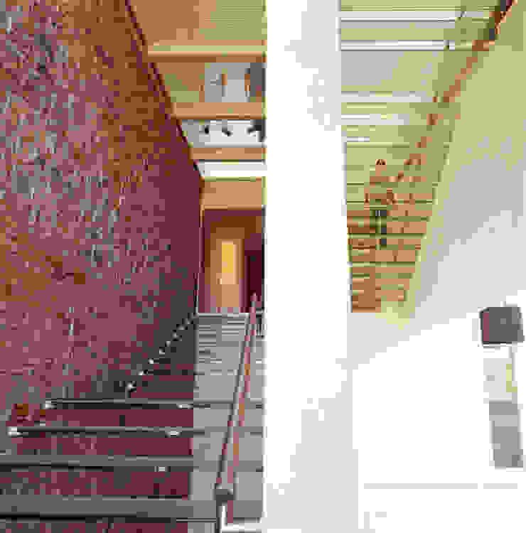 Hotel La Purificadora Pasillos, vestíbulos y escaleras modernos de Serrano Monjaraz Arquitectos Moderno