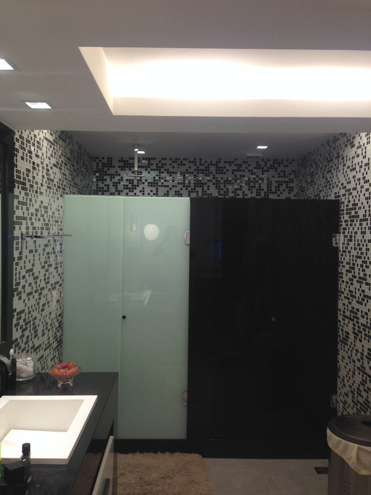 Baños de estilo moderno de Carlos Salles Arquitetura e Interiores Moderno