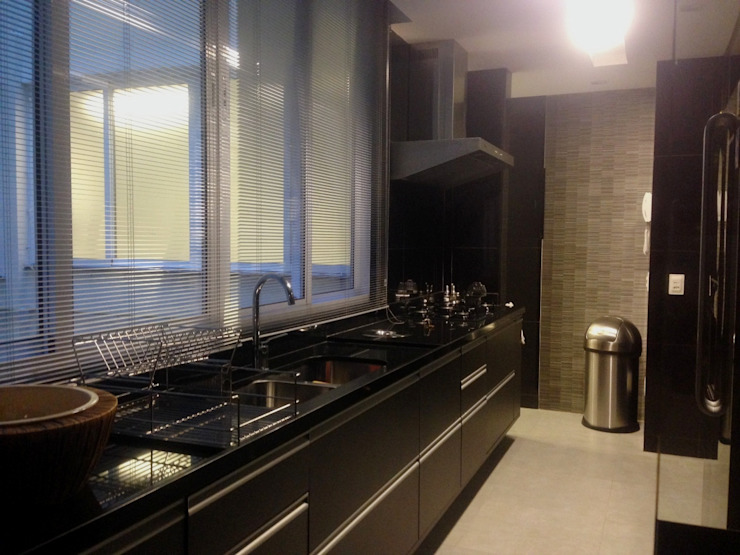 Nowoczesna kuchnia od Carlos Salles Arquitetura e Interiores Nowoczesny