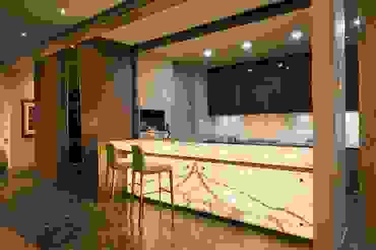 P.CENTRAL / LINEA VERTICAL Cocinas modernas de Idea Cubica Moderno Piedra