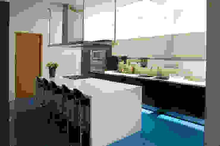 Casa LB Cocinas modernas de Serrano Monjaraz Arquitectos Moderno