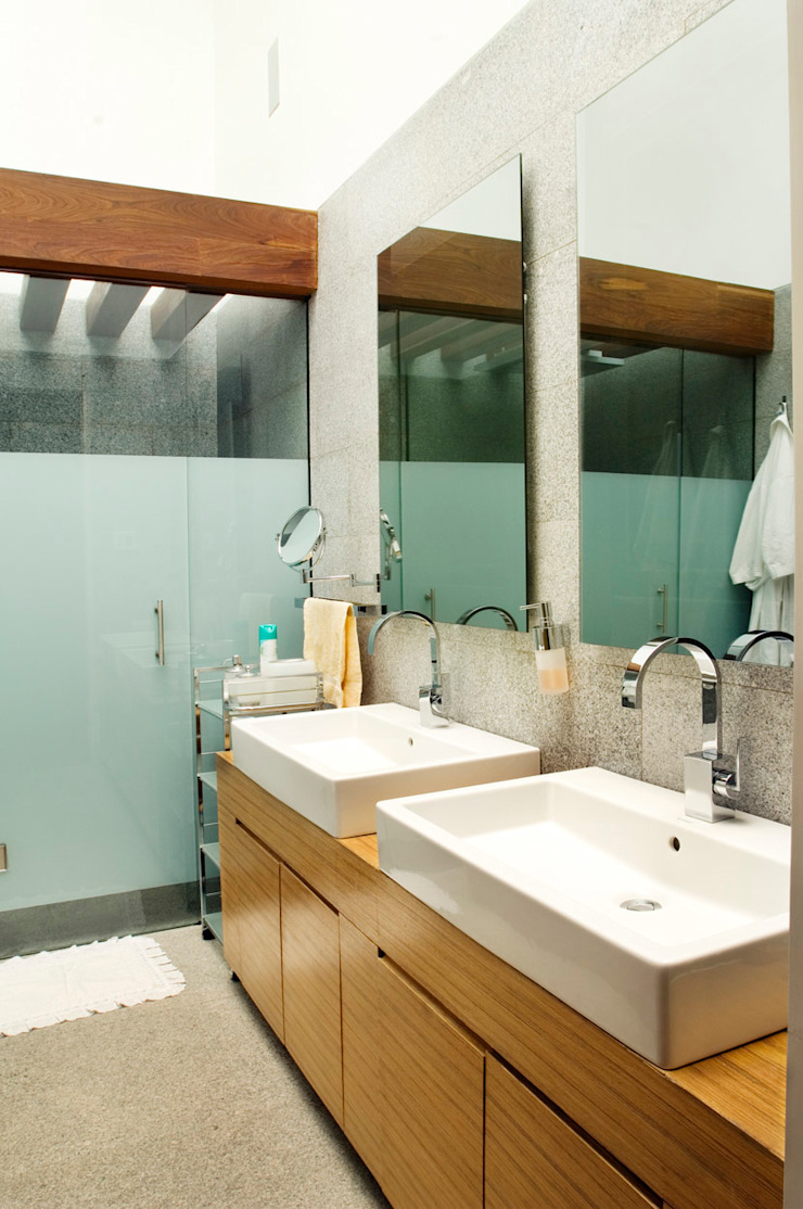 Casa LB Baños modernos de Serrano Monjaraz Arquitectos Moderno