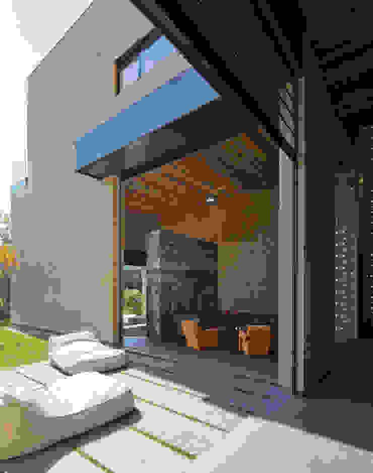 Casa Tierra Salones modernos de Serrano Monjaraz Arquitectos Moderno