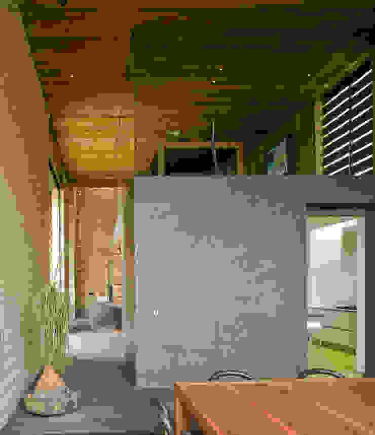 Casa Tierra Comedores modernos de Serrano Monjaraz Arquitectos Moderno