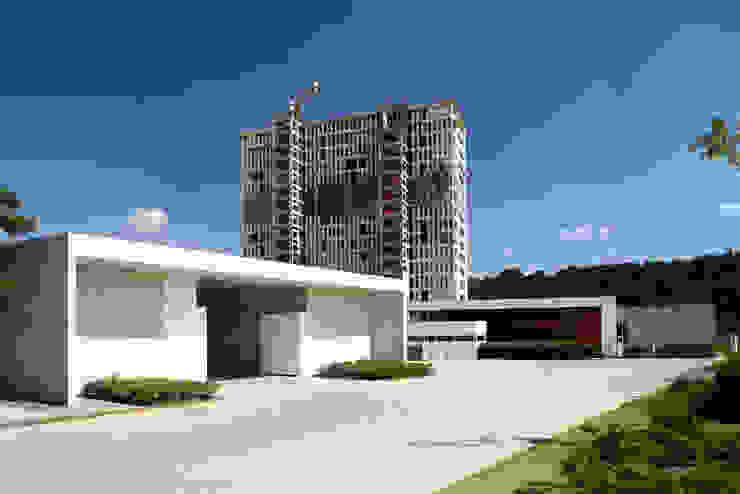 Cumbres de Santa Fé Casas modernas de Serrano Monjaraz Arquitectos Moderno