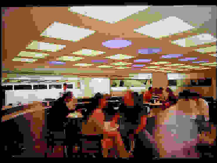 Restaurante Capicúa Nuevo León Pasillos, vestíbulos y escaleras modernos de Serrano Monjaraz Arquitectos Moderno