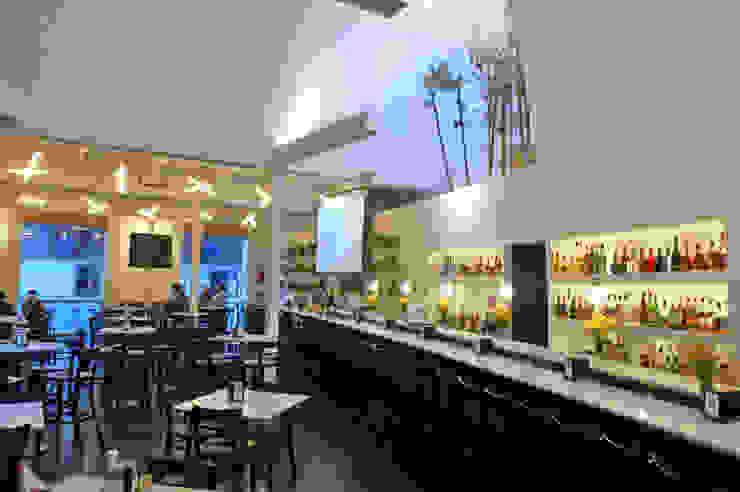 Modern dining room by Serrano Monjaraz Arquitectos Modern