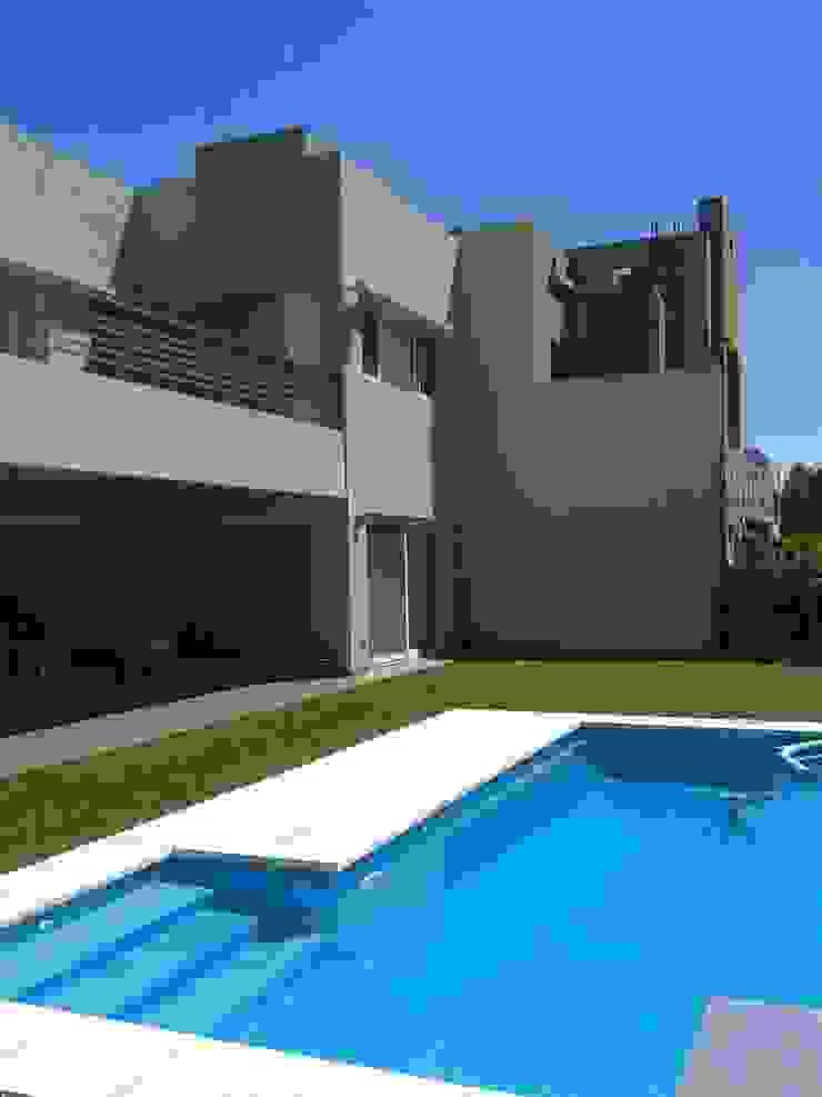 casa minimalista en San Isidro Casas minimalistas de Family Houses Minimalista