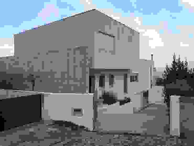 """Casa """"Villa Solé""""_Moledo, Caminha Paredes e pisos modernos por SOLE ATELIER, LDA Moderno"""