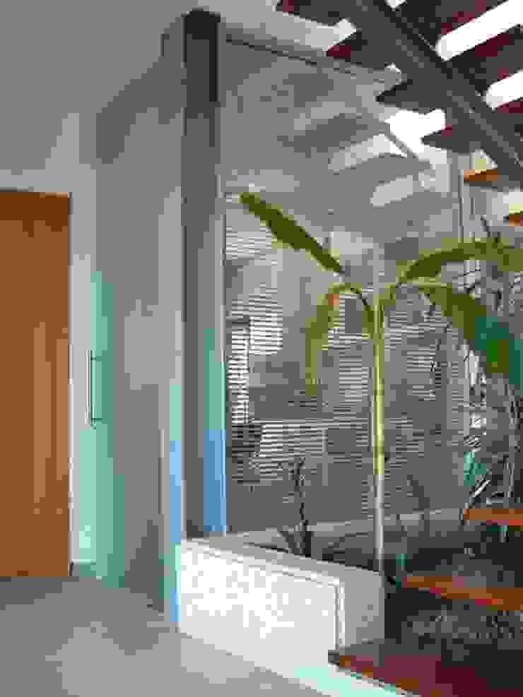 Modern style conservatory by SOLE ATELIER, LDA Modern