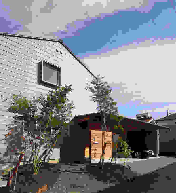 ガレージのある家 の 松原建築計画 一級建築士事務所 / Matsubara Architect Design Office モダン 金属