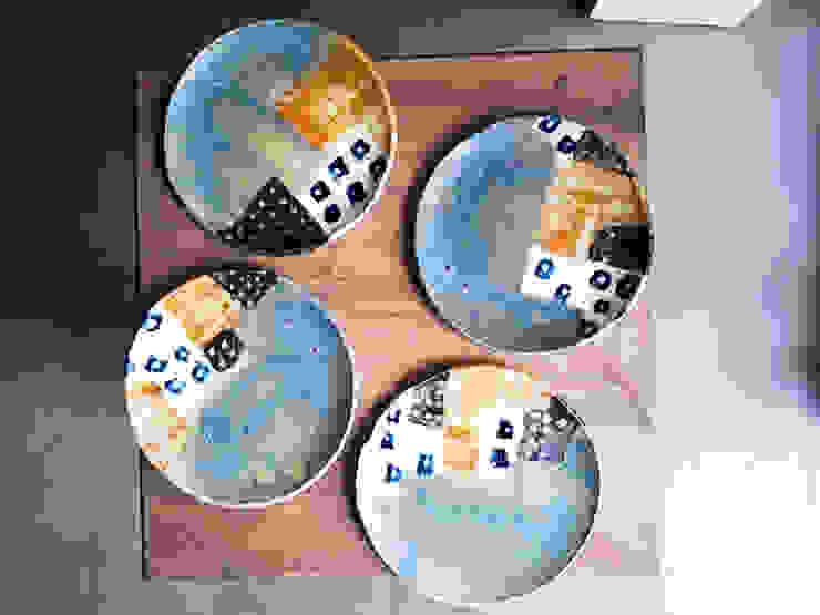 シリーズ『タウン』: 陶器食器店 a new sprout / junko sakamotoが手掛けた現代のです。,モダン