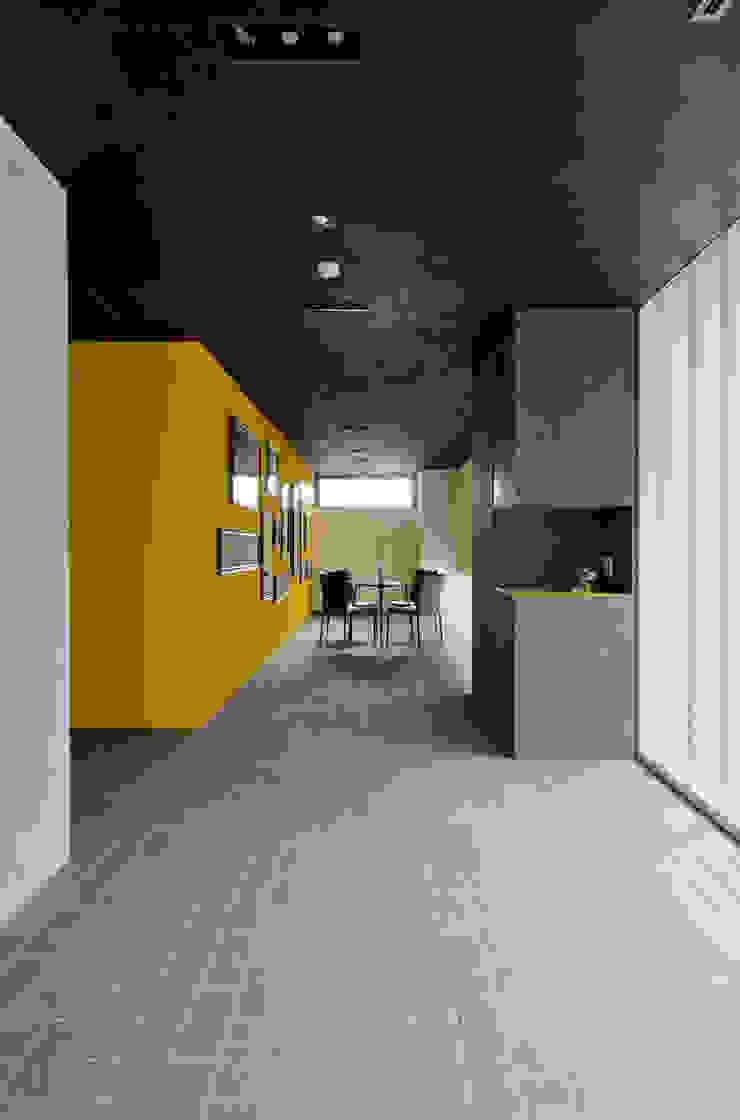 新大阪のオフィスビル/エントランス1 の 一級建築士事務所アールタイプ モダン