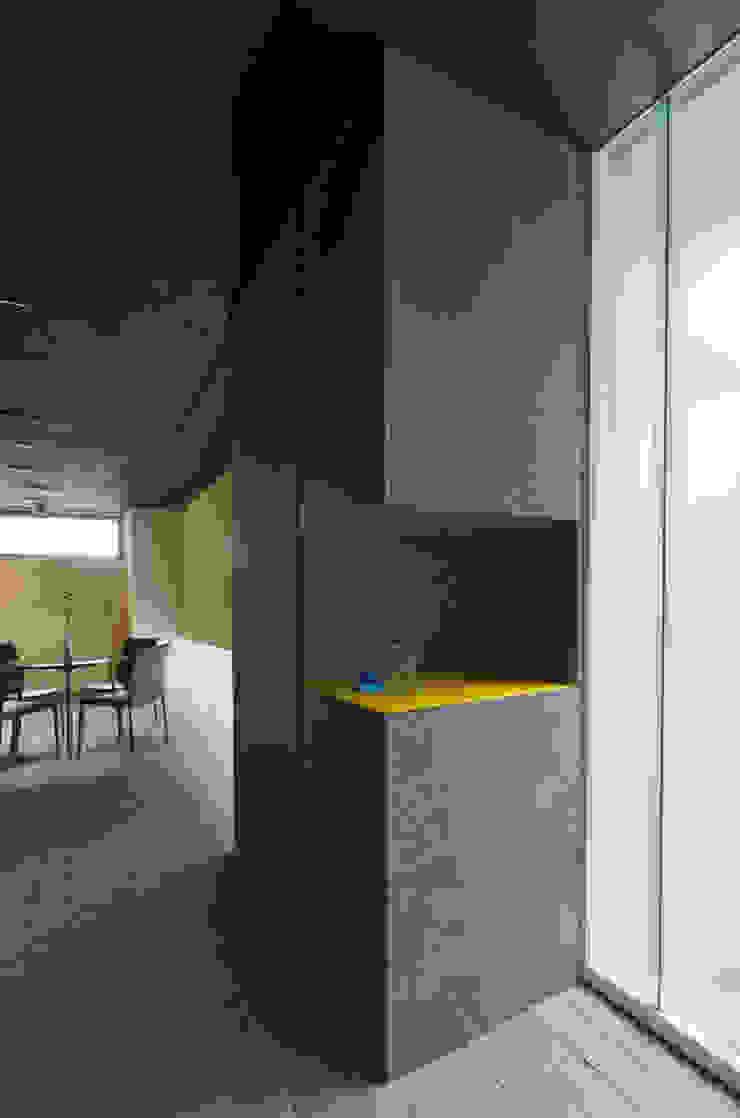 一級建築士事務所アールタイプ Edificios de oficinas de estilo moderno Vidrio Amarillo