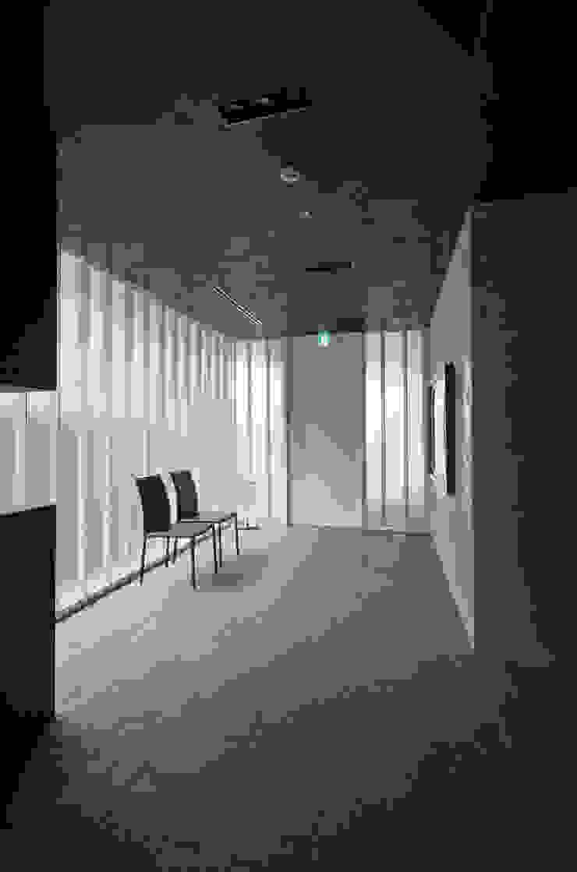新大阪のオフィスビル/エントランス2 の 一級建築士事務所アールタイプ モダン ガラス