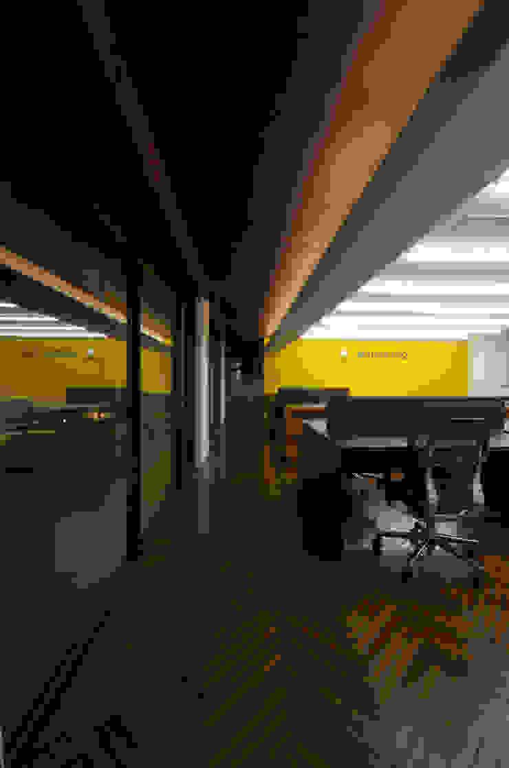 新大阪のオフィスビル/事務室2 の 一級建築士事務所アールタイプ モダン