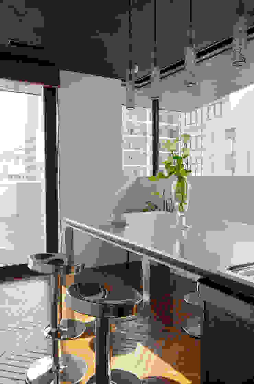 新大阪のオフィスビル/キッチン3 の 一級建築士事務所アールタイプ モダン 金属