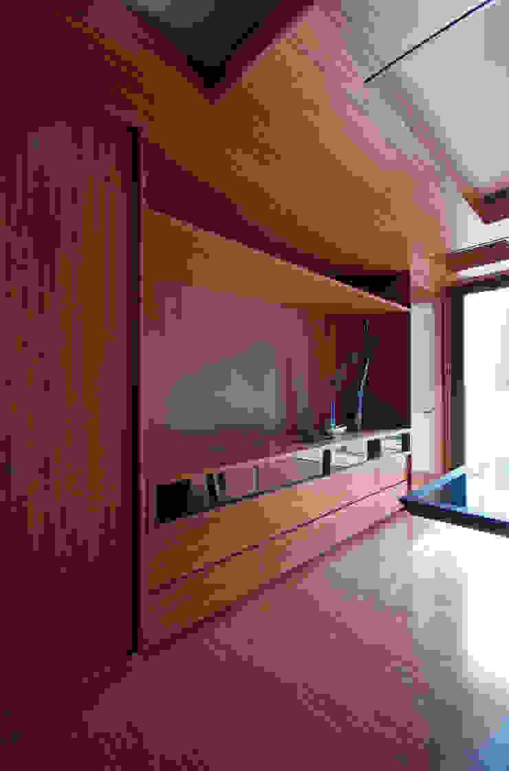 新大阪のオフィスビル/会議室4 の 一級建築士事務所アールタイプ モダン エンジニアリングウッド 透明
