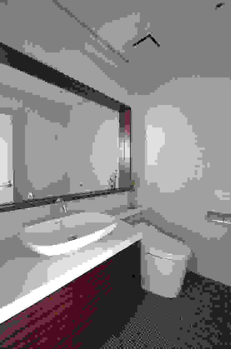 一級建築士事務所アールタイプ Edificios de oficinas de estilo moderno Azulejos Blanco
